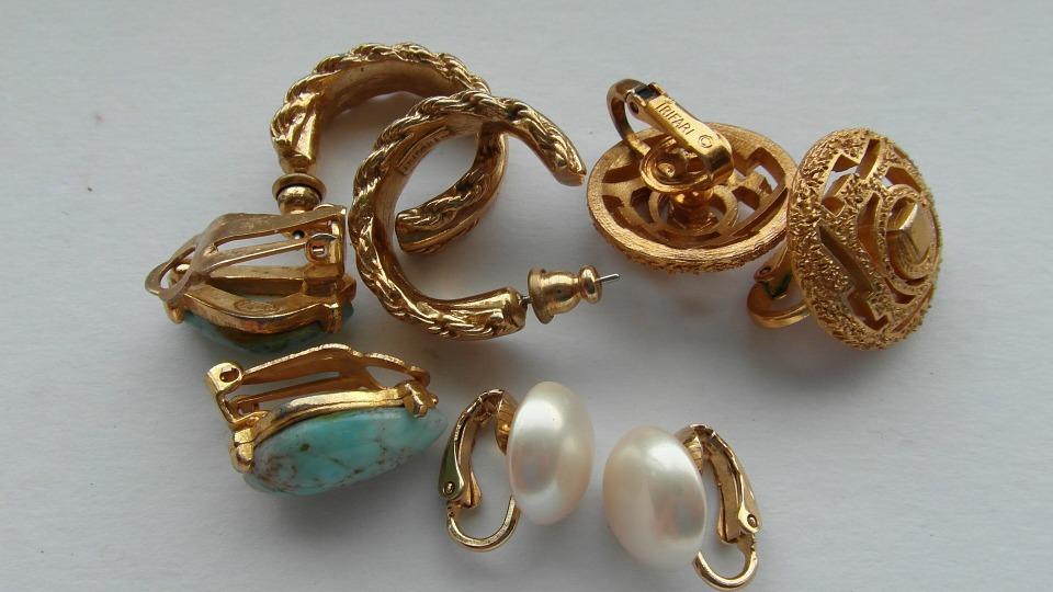 gioielli di una volta in oro e pietre preziose