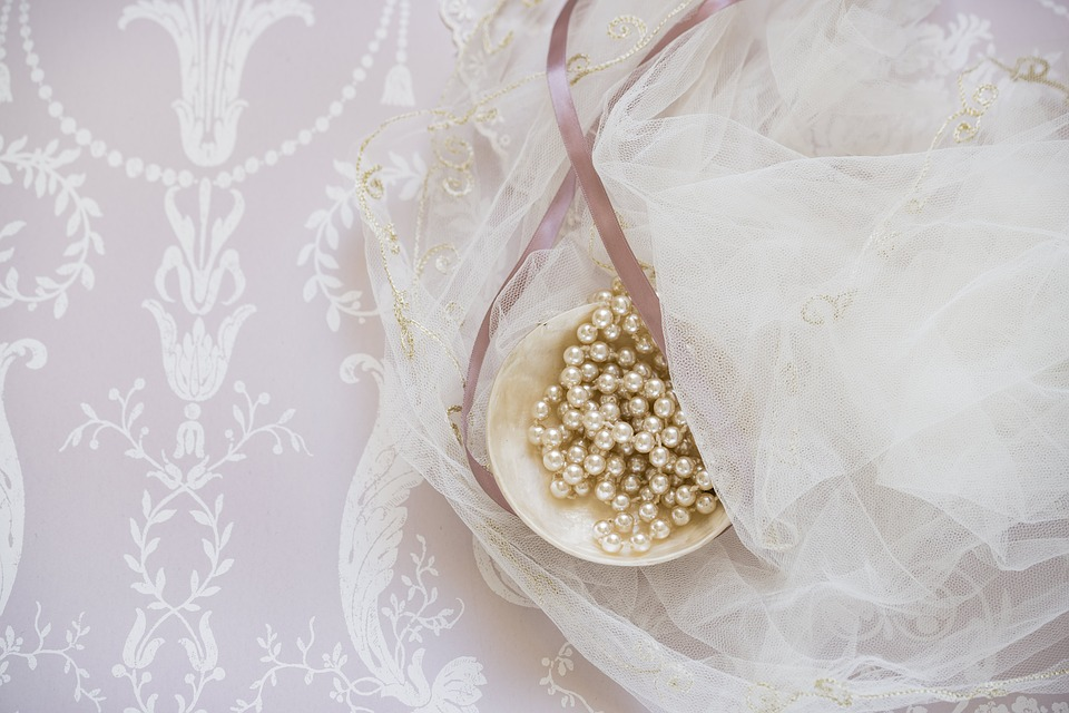 Amuleti Lucani e Perle per abbellire gli abiti