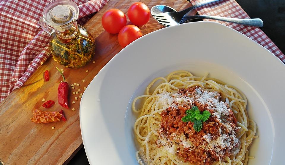 Festa Del Cuoco con gli spaghetti al pomodoro e peperoncino