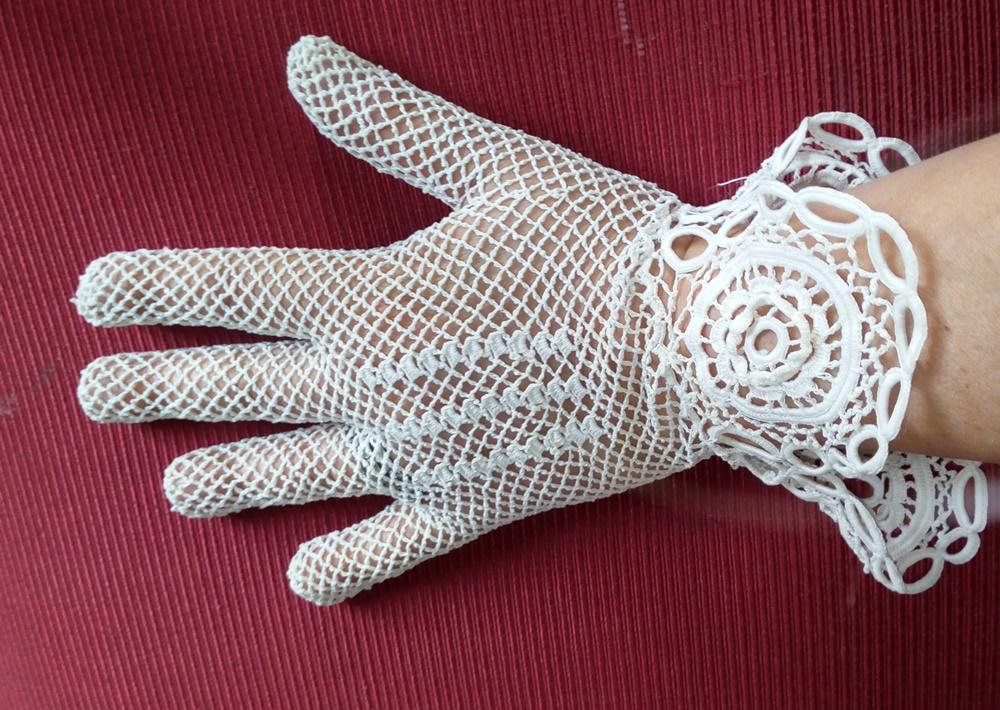 amuleti lucani e guanti fatti a mano