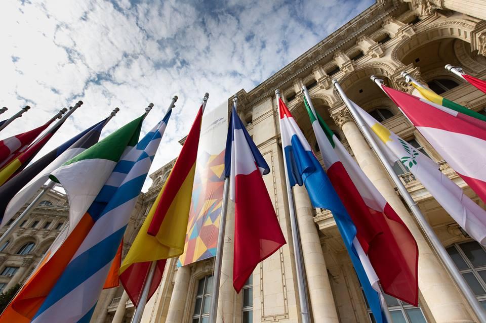 le bandiere dei paesi europei esposte a Bruxelles