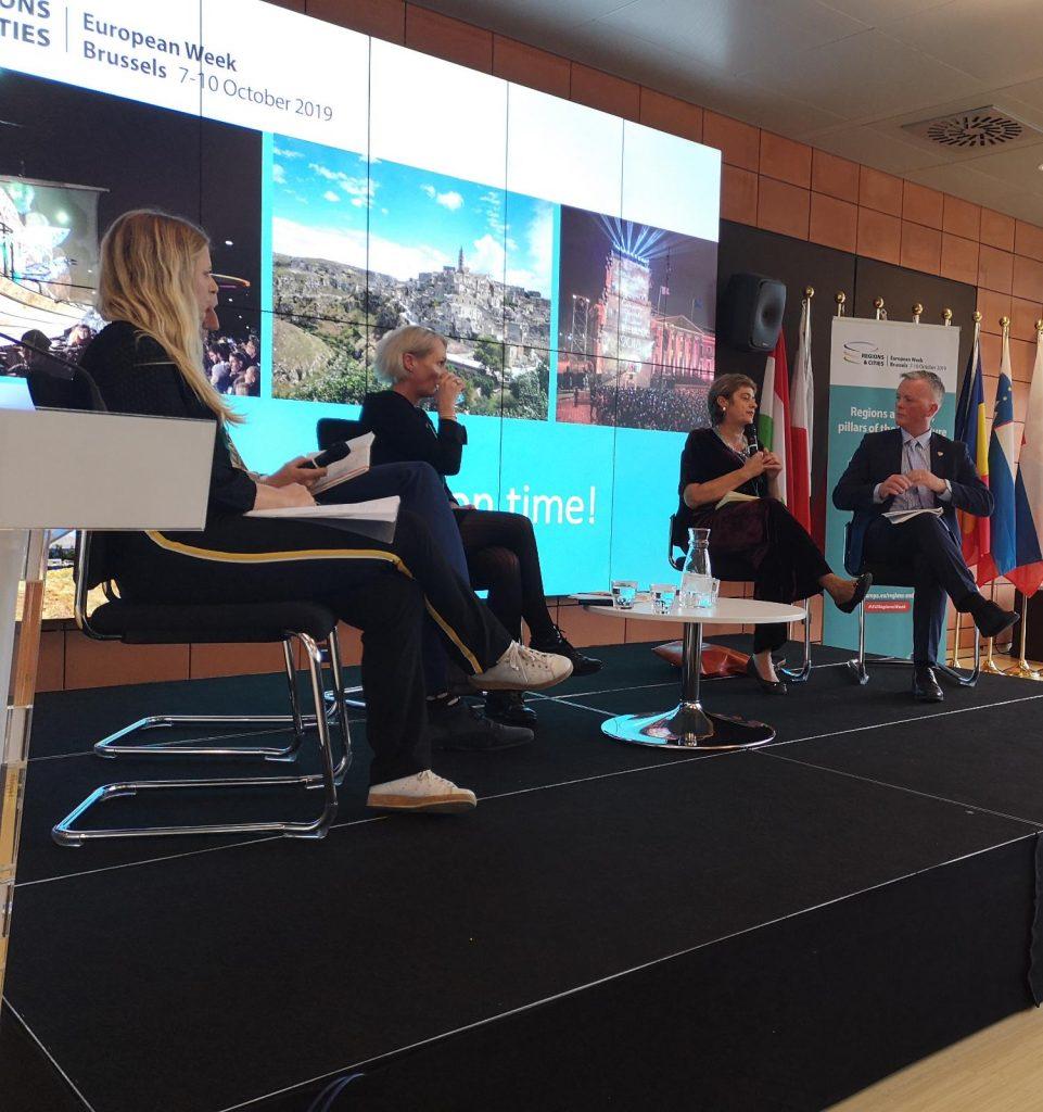 un momento del dibattito tra i delegati di Matera e i rappresentanti dell'unione europea a Bruxelles