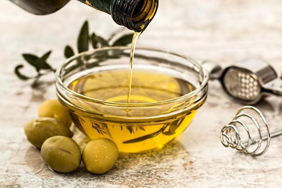 Olio Di Oliva - immagine di olio appena spremuto