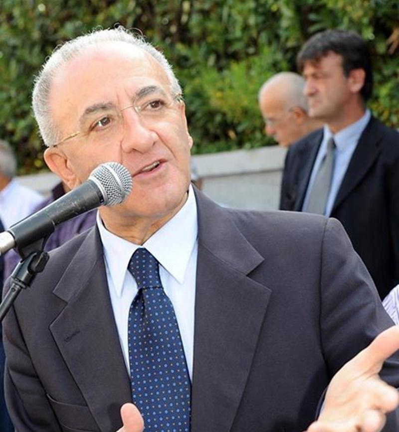 Vincenzo De Luca - De Luca al microfono