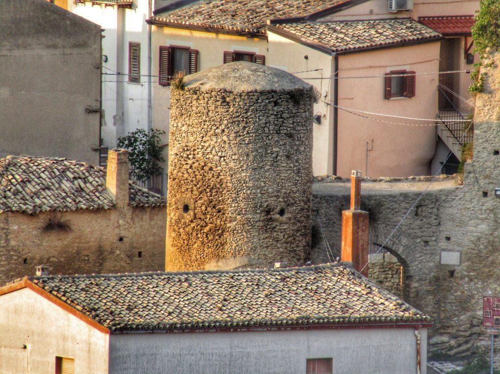 Torre Rabatana che attesta la presenza degli arabi in basilicata