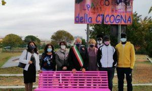 la panchina rosa - parco della cicogna