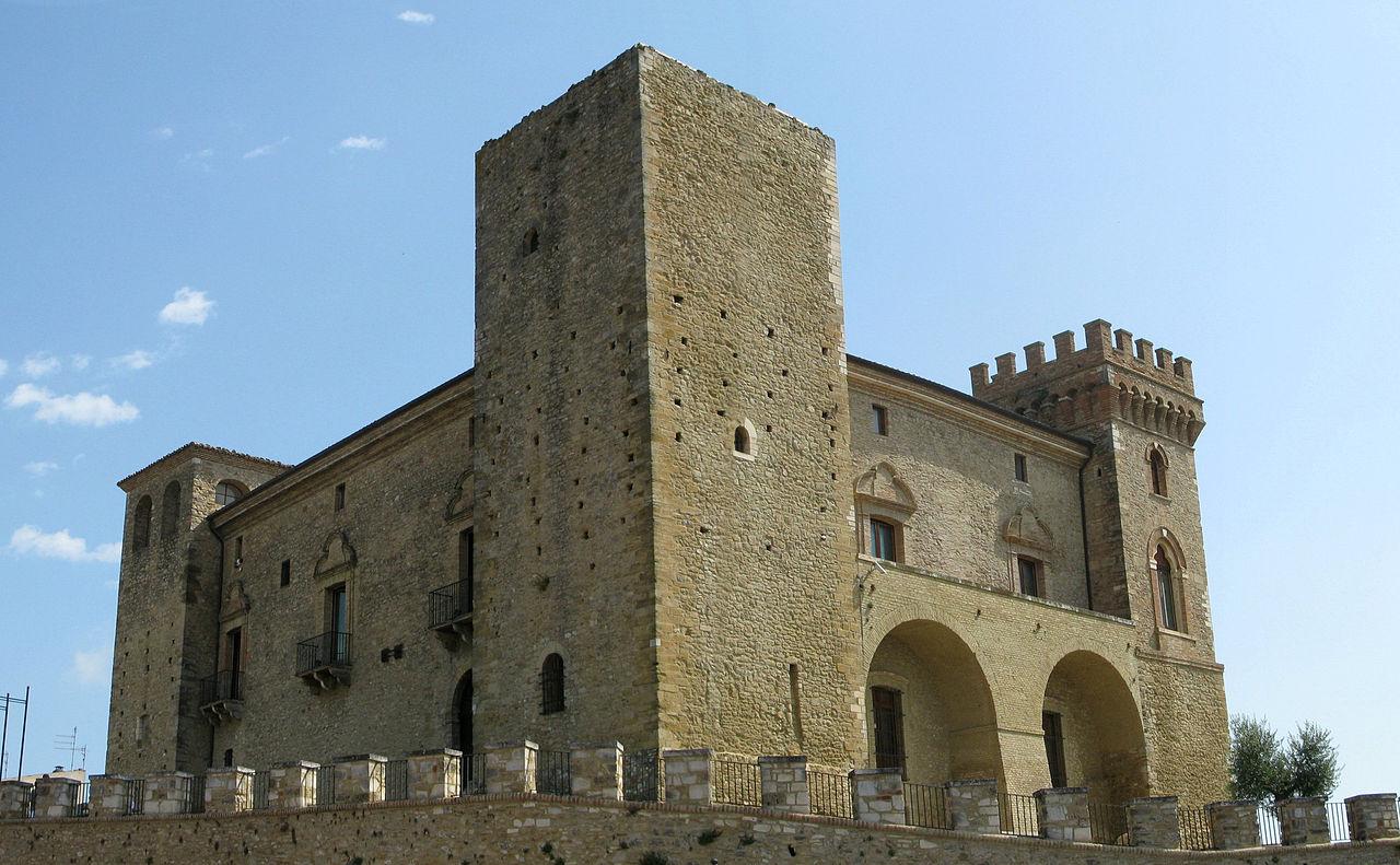 Il Castello Ducale Di Crecchio