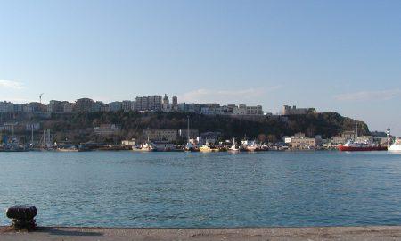 visuale del castello e Terravecchia dall'attuale molo turistico del porto di Ortona