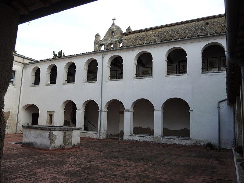 Chiostro Del Convento Della Chiesa Della Santissima Trinità Di Ortona