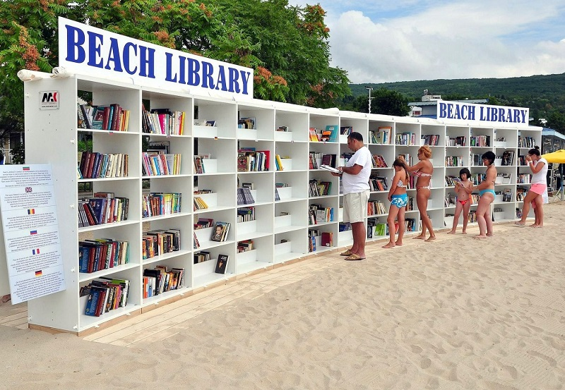 Little Free Library - Beach Library Di Albena In Bulgaria