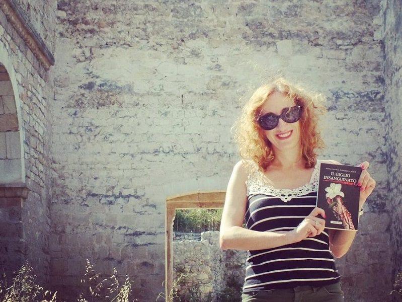 Anna Maria Pierdomenico con il suo libro