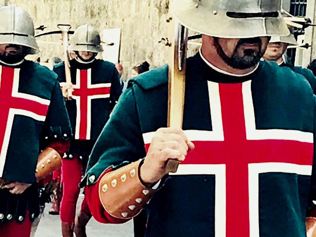 Il Corpus Domini - Una sfilata di soli uomini