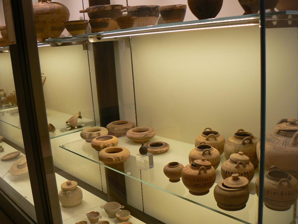 Alcuni reperti custoditi al museo archeologico | cosa vedere a Palazzolo Acreide