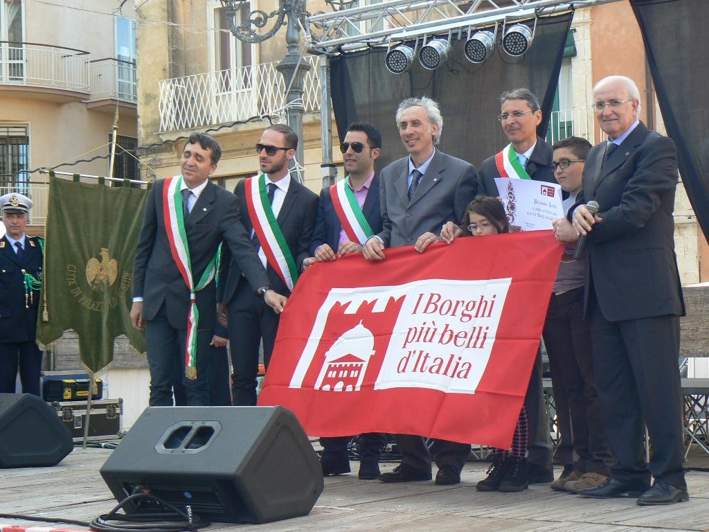 Cerimonia consegna bandiera dei borghi a Palazzolo Acreide