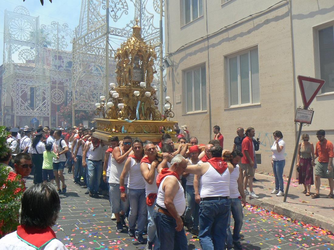 La reliquia di San Paolo portata in processione