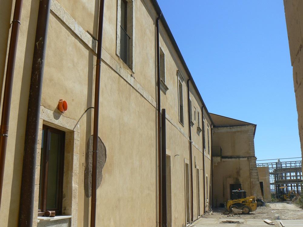 L'ingresso laterale del Vaccaro