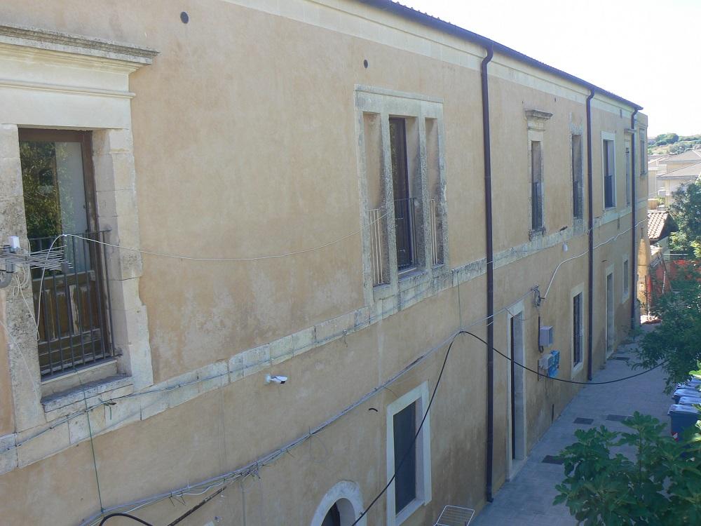 L'esterno del complesso Vaccaro
