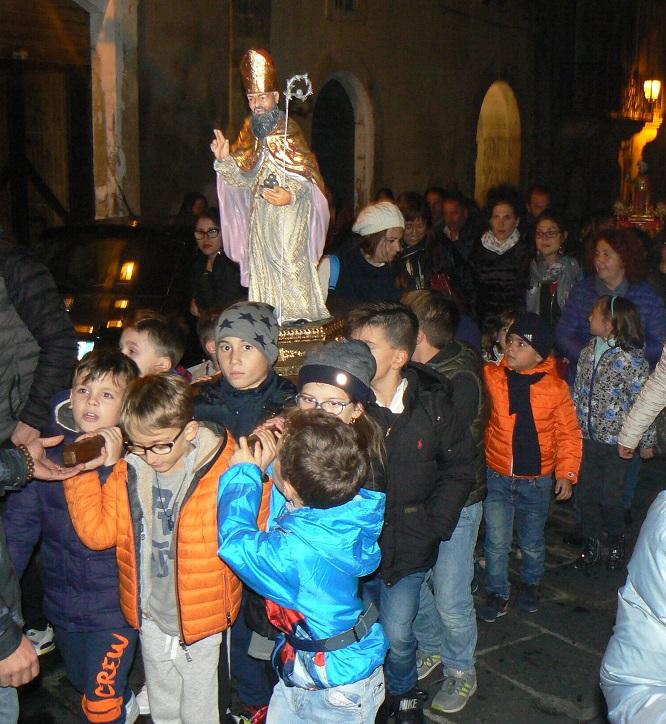 """La """"varetta"""" di San Nicolò in processione"""