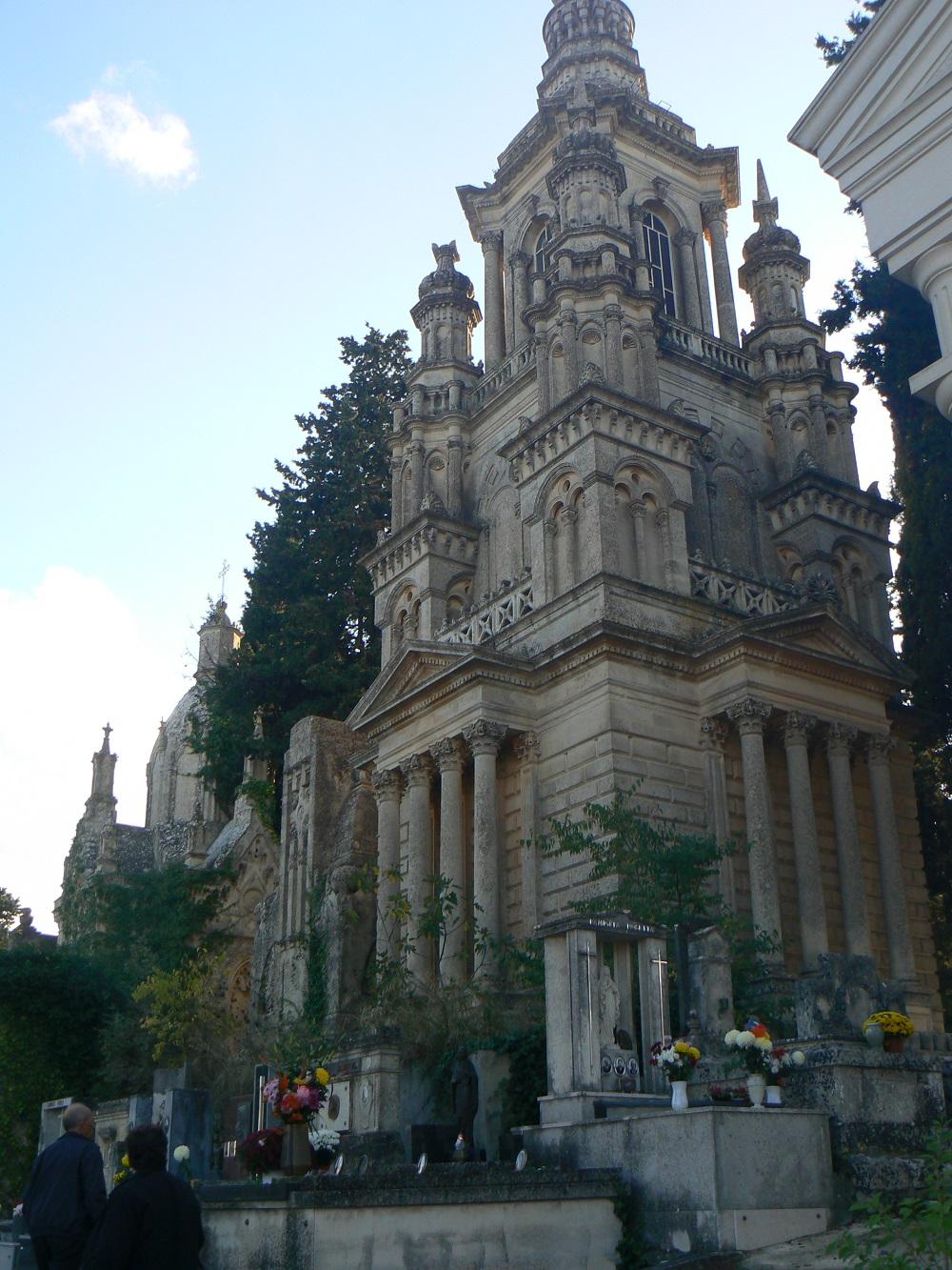 Un'altra cappella nobiliare del cimitero di Palazzolo