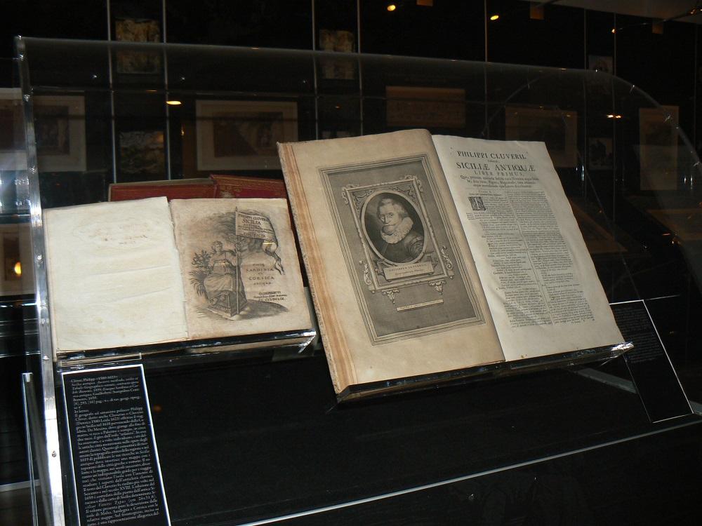 Uno dei libri esposti al museo