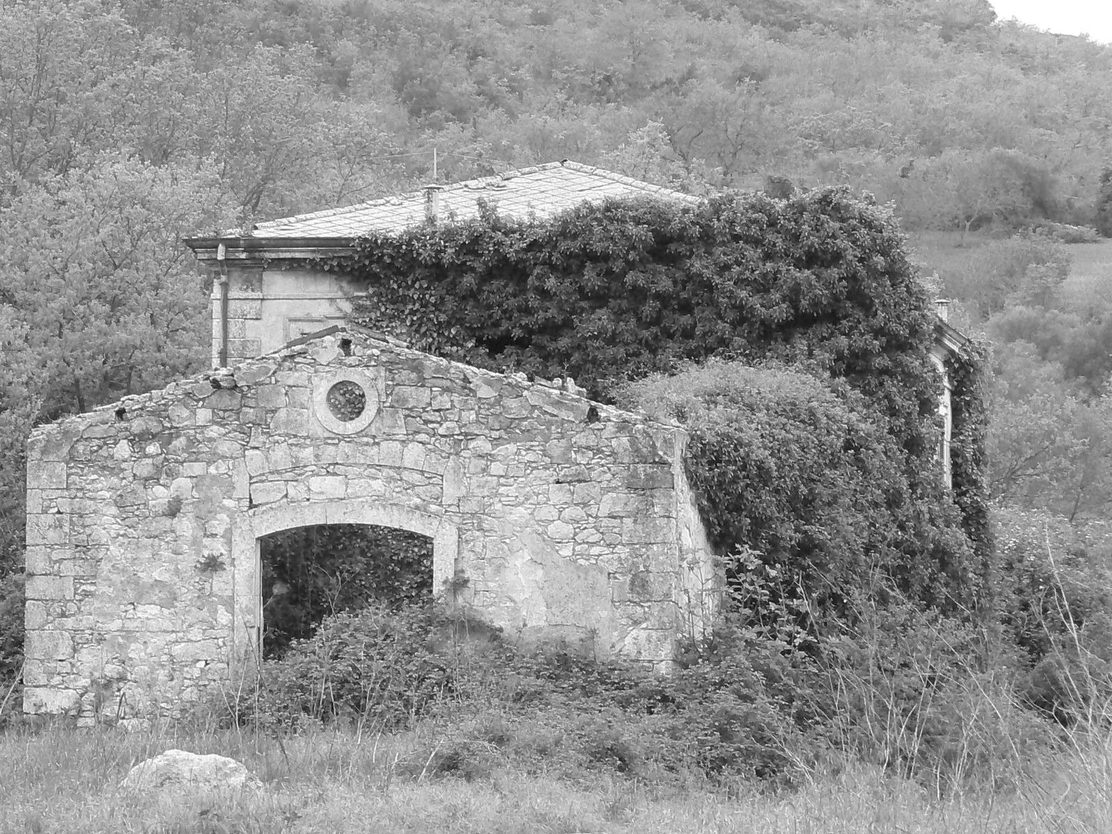 Un rudere dell'ex stazione ferroviaria di Palazzolo Acreide