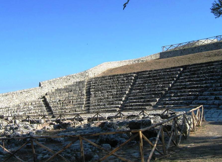 La zona archeologica di Akrai e il suo teatro del cielo