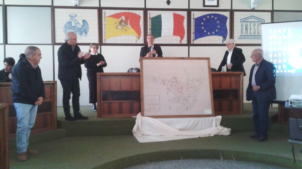 La donazione del quadro al Comune di Palazzolo Acreide