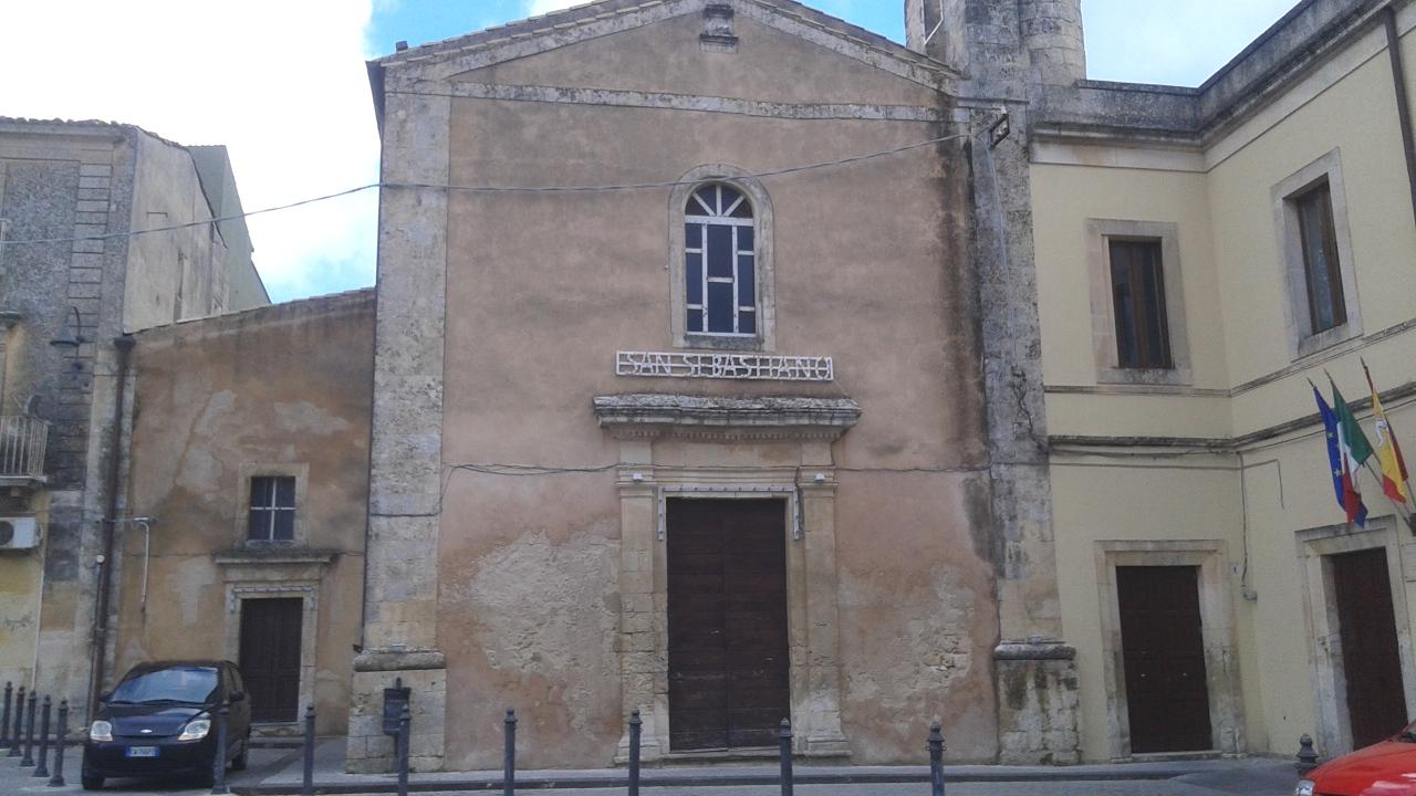 La chiesa di San Francesco abbellita per la festa di San Sebastiano