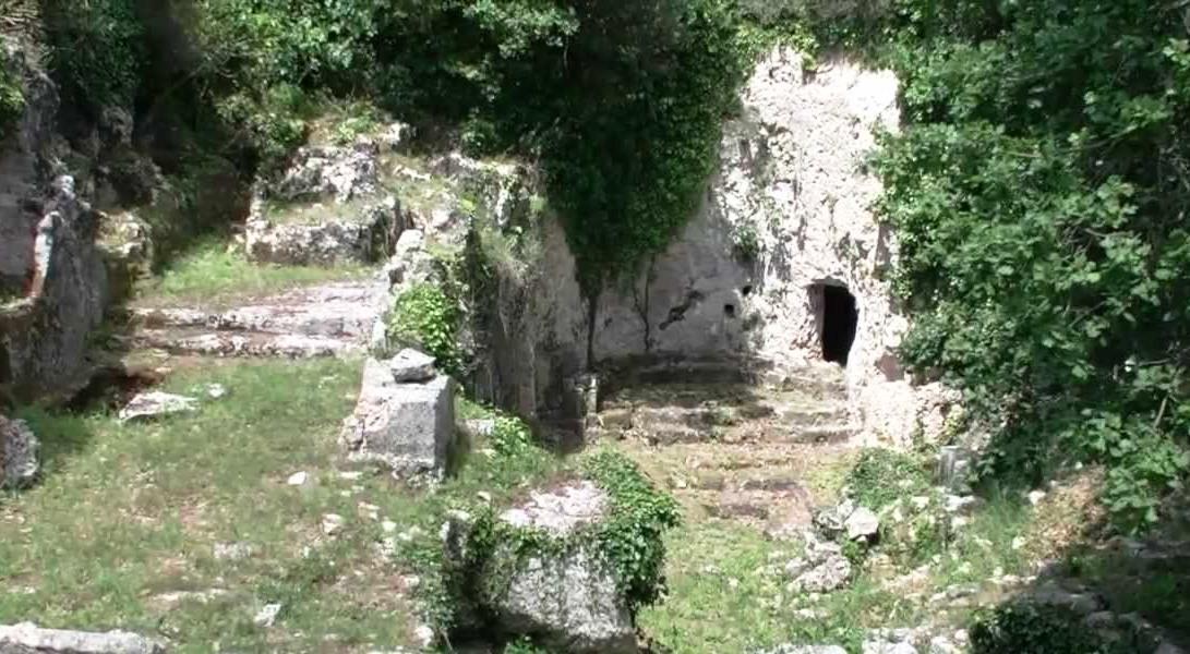 Santa Lucia di Mendola zona rupestre del sito