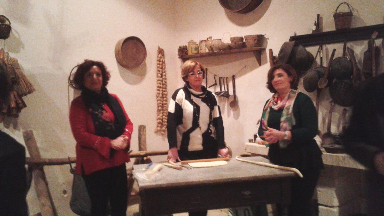 La lavorazione del pane alla Casa museo di Palazzolo