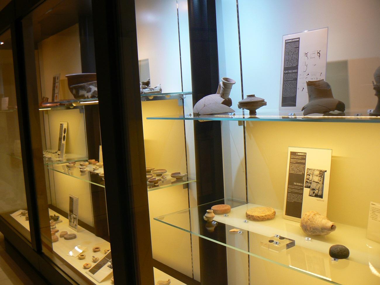 Alcuni reperti in mostra al museo Cappellani di Palazzolo