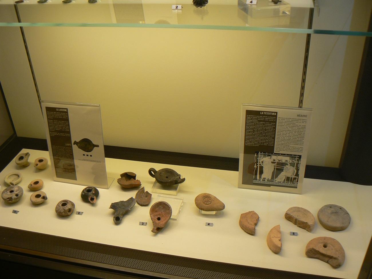 Reperti trovati ad Akrai in mostra a palazzo Cappellani