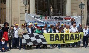 I partecipanti al raduno in piazza a Palazzolo