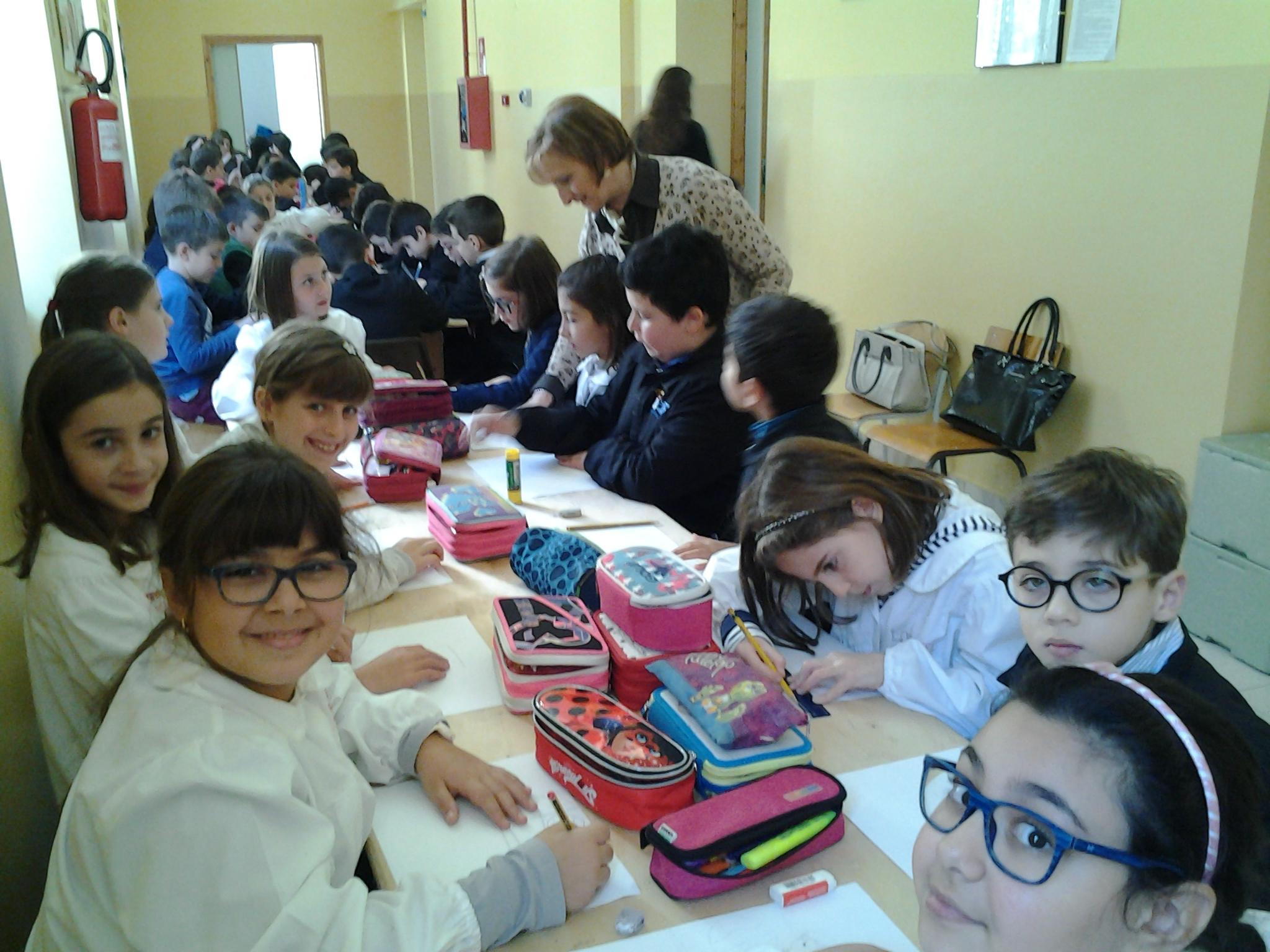 Gli studenti durante il progetto di lettura a Palazzolo