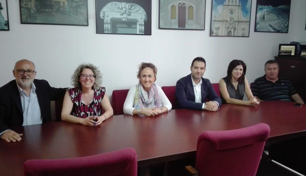 I sindaci Gallo, Miceli, Garro, Caiazzo, La Pira, e il presidente dell'impresa Scaglione