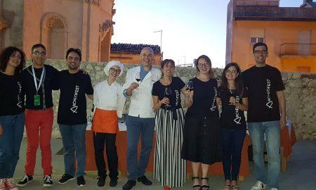 I giovani di Archeoclub con lo chef Alì