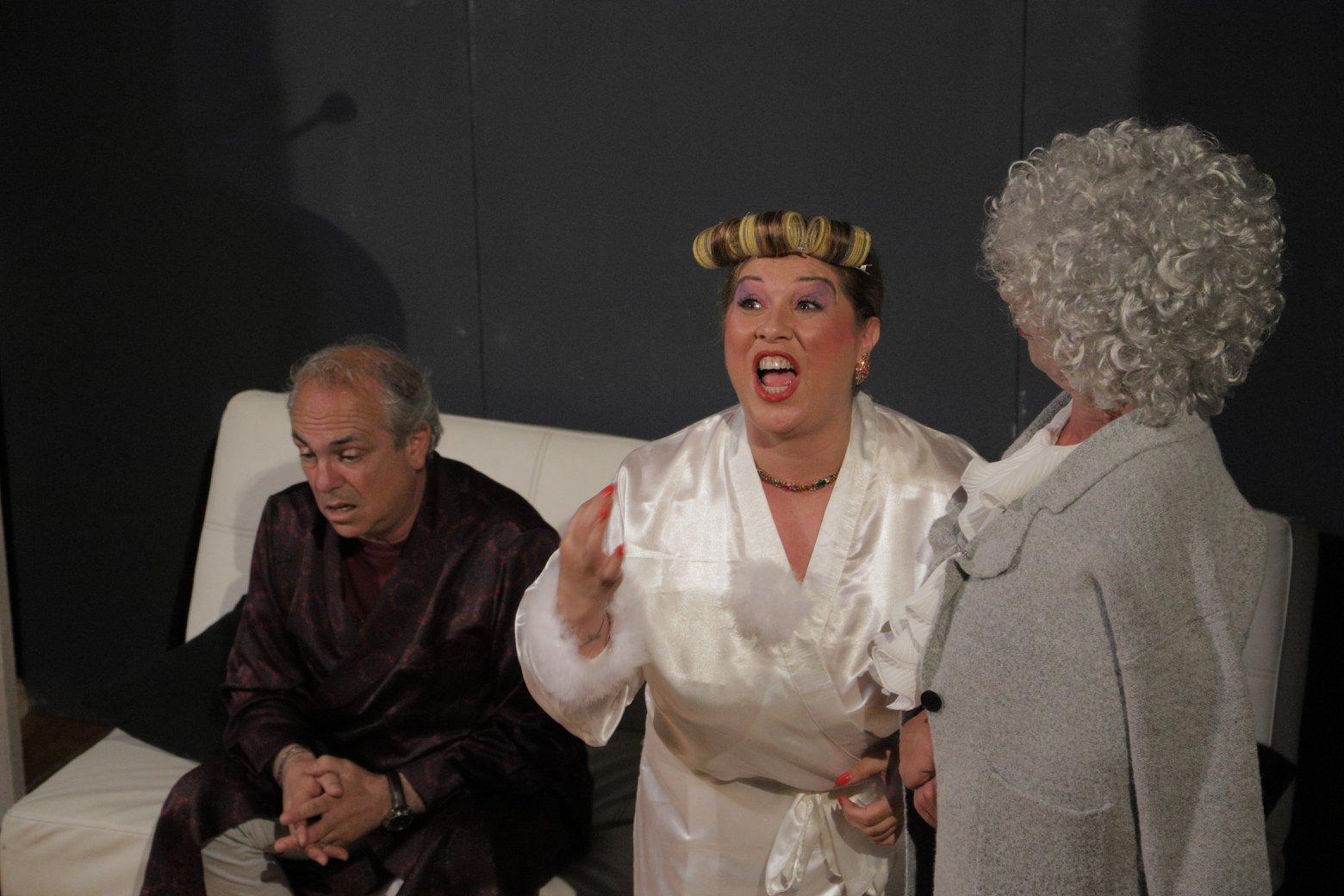 Un altro momento di spettacolo della compagnia Cesare Cannata