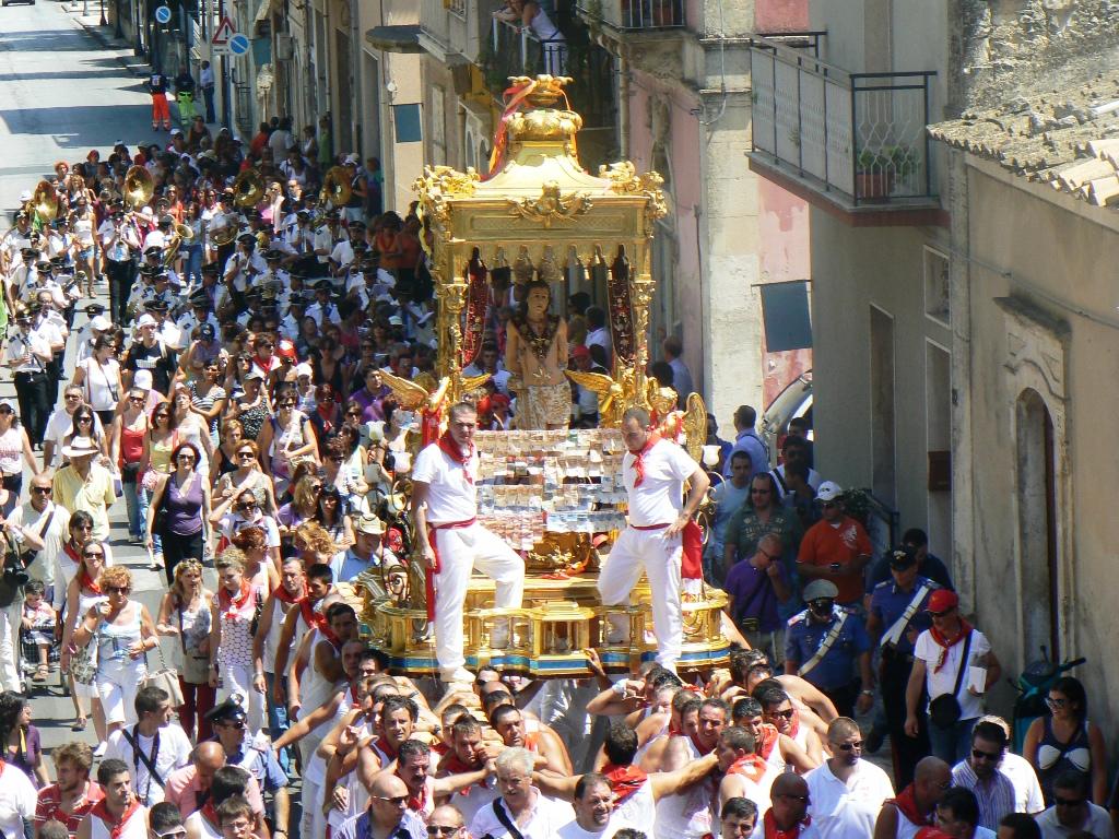 Un momento della processione di San Sebastiano