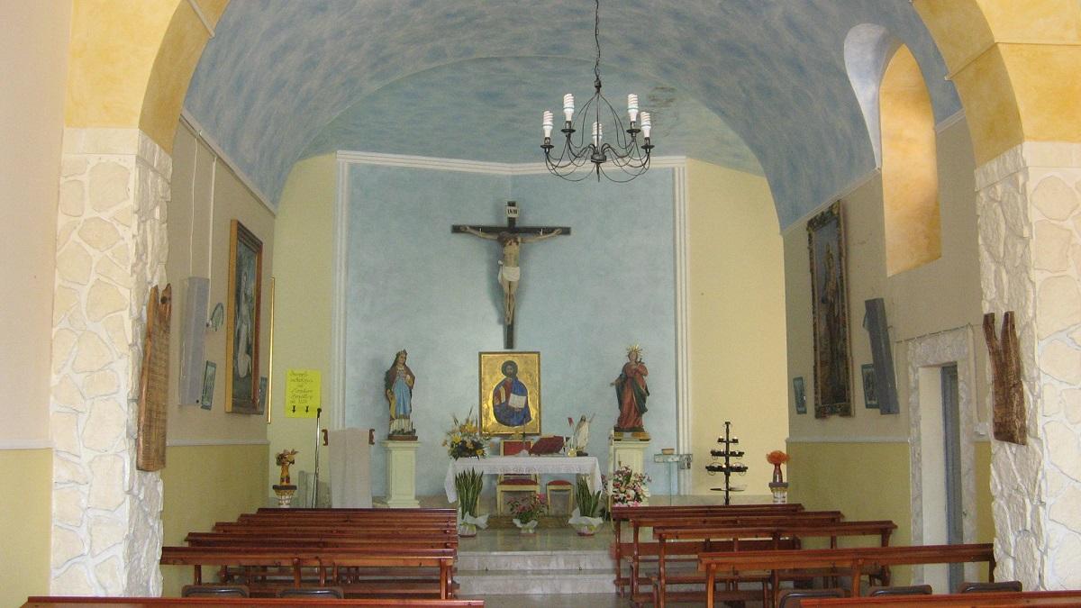 L'interno della chiesa di Santa Lucia di Mendola