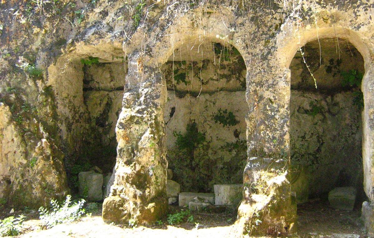 I resti dell'antica basilica di Santa Lucia di Mendola