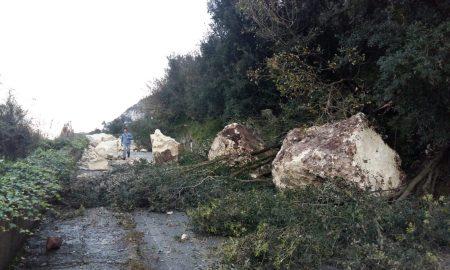 Strada crollata per Cassaro
