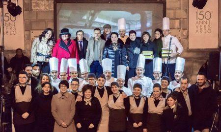 In piazza Pretura la festa per la pasticceria Corsino che ha realizzato la Fonte di vita
