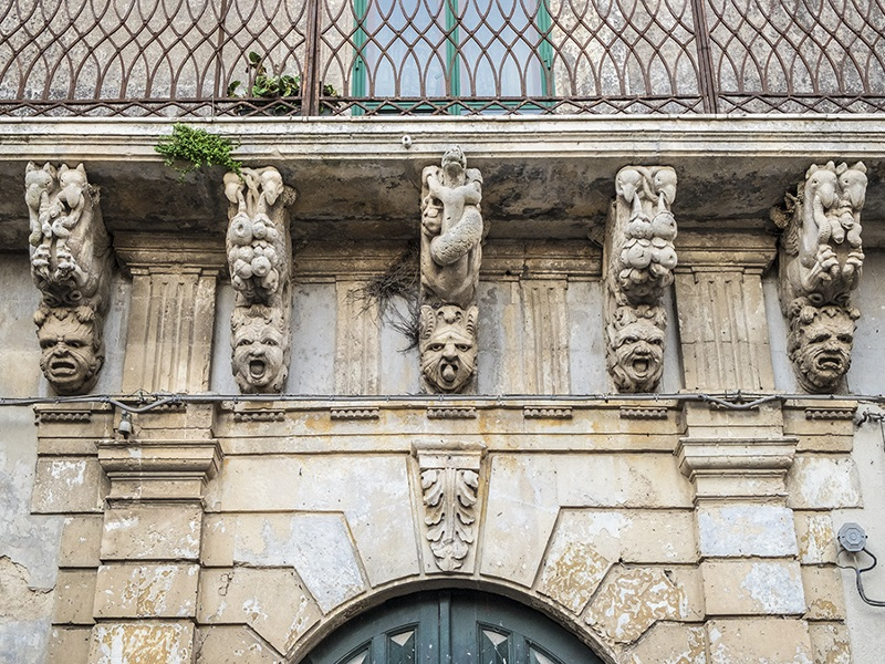 Mascheroni, Palazzo Caruso