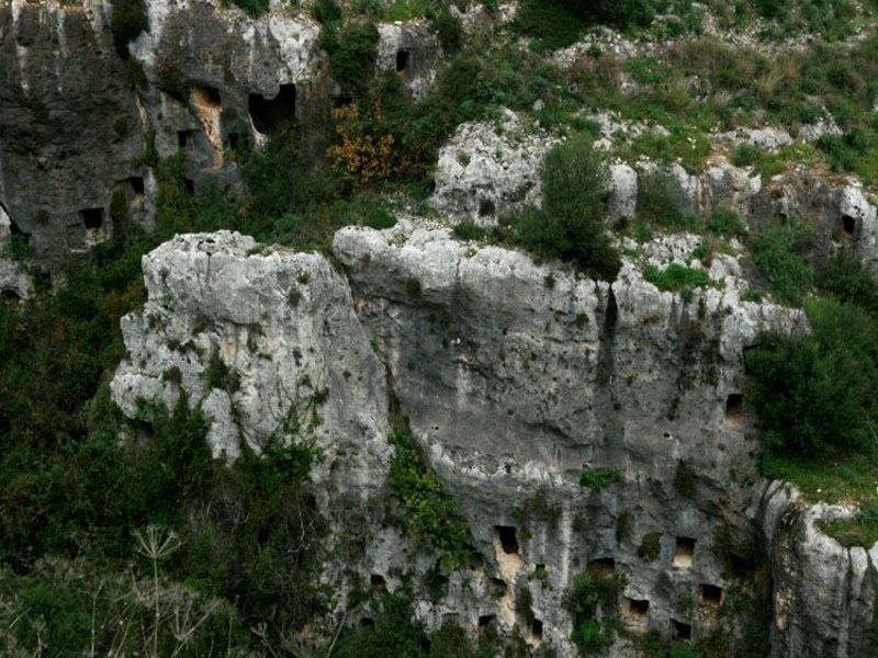 Pantalica e le sue tombe