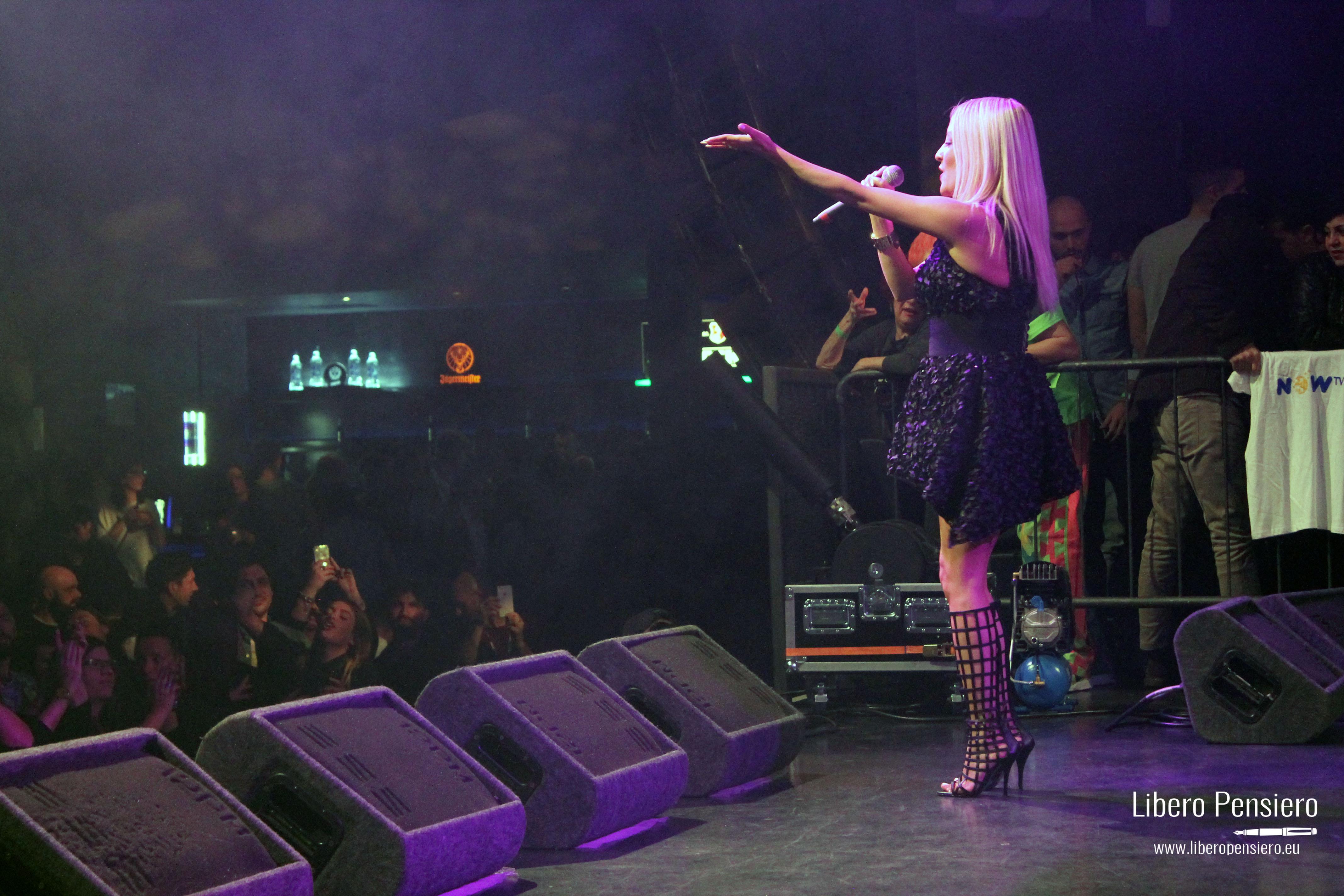 Carolina Marquez canta ad una serata
