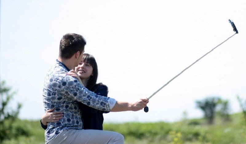 LovePalazzolo - foto di una coppia che si scatta un selfie