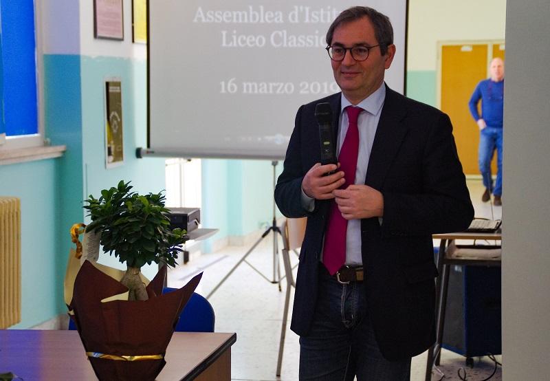 Roberto Di Bella durante il suo intervento al liceo di Palazzolo