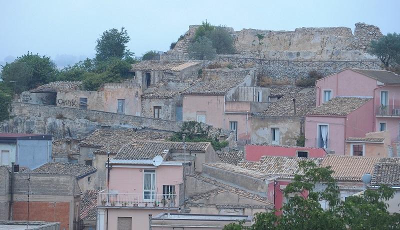 Veduta di Palazzolo con Castello aperto per il turismo