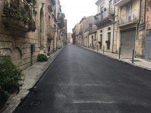 Via Carlo Alberto nel centro storico di Palazzolo, tra le strade adeguate