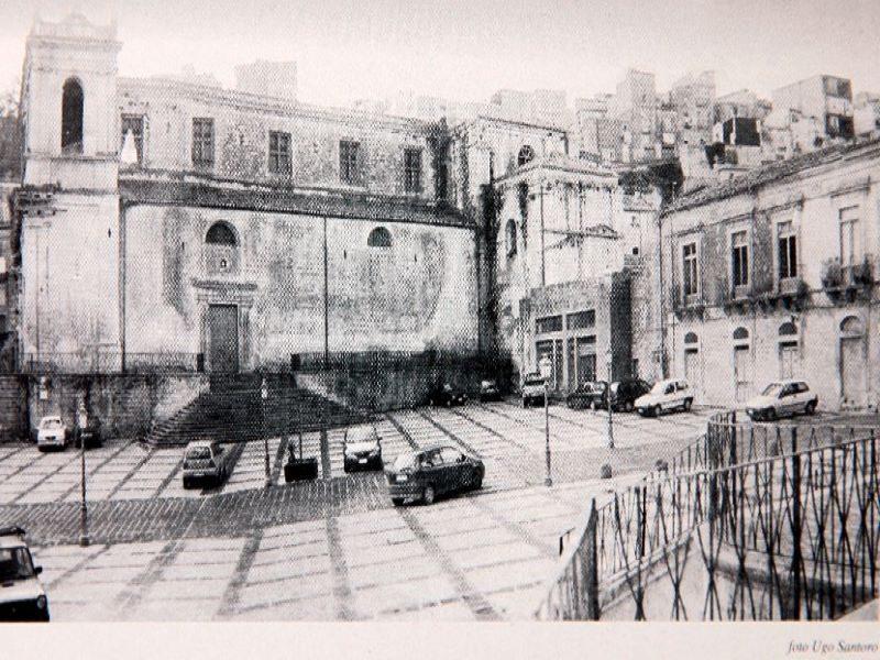 Chiesa Santa Caterina a lato della chiesa Madre, in piazza Aldo Moro, oggi purtroppo non esiste